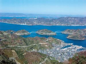 豊島の御手洗歴史の見える丘公園から見た中の瀬戸・岡村大橋